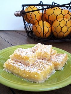Lemon bars recipe, small batch made in a loaf pan! Recipe makes 6 small lemon bars, or 3 big lemon bars. Tangy lemon bars with a sugar cookie crust. Small Desserts, Lemon Desserts, Köstliche Desserts, Delicious Desserts, Dessert Recipes, Dinner Recipes, Dinner Ideas, Yummy Food, Cooking For One