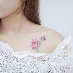 50 Mini Lau Tattoos Every Girl Should See - Page 2 of 5 - Straight Blasted Feminine Tattoos, Girly Tattoos, Mini Tattoos, Cute Tattoos, Flower Tattoos, New Tattoos, Small Tattoos, Tatoos, Purple Rose Tattoos