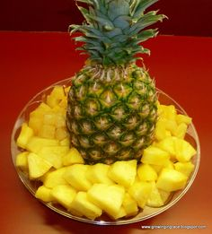 How to Cut a Pineapple…  My mouth is salivating now!