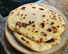 Recipe to cook some Garlic Naan Breads that are perfect to go with some Indian (or any other) curry or some dips like hummus. Garlic Naan, Garlic Butter, My Recipes, Bread Recipes, Cooking Recipes, Easy Bread, I Foods, Hummus