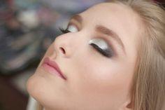 Maquiagem prata e preta com batom rosa por Ariadne Cretella – maquiadora curitiba - Tudo Make – Maior blog de maquiagem, beleza e tutoriais de Curitiba.