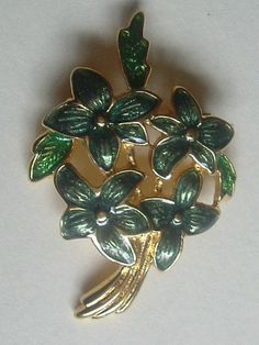 UNUSUALLY SMALL FISH ENAMELS FLOWER BROOCH 1 1/2 x 1 EXCELLENT CONDITION