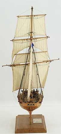 Photos ship model English cutter FLY of views of entire model Wooden Ship Model Kits, Model Ships, Royal Navy, Sailing Ships, English, Photos, Models, Boats
