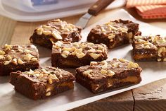 Take your brownies up a notch with our Salted Caramel Brownies recipe. These Salted Caramel Brownies include roasted peanuts, gooey caramel and cayenne. Just Desserts, Delicious Desserts, Dessert Recipes, Bar Recipes, Best Egg Recipes, Favorite Recipes, Salted Caramel Brownies, Carmel Brownies, Peanut Brownies