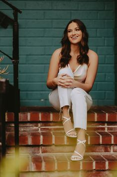 Beautiful senior wearing a wrap tie top, white jeans and white kitten heels during a senior portrait session in California by Senior Photographer, JenRenPro. Looking for more senior picture outfit inspo? Check out my IG @jenrenpro or visit my website at www.jenrenpro.com Wrap Tie Top, Senior Picture Outfits, Grad Pics, White Kittens, Senior Portraits, Senior Pictures, Photography Tips, Spring Outfits, Family Photos