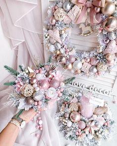 Shabby Chic Christmas, Elegant Christmas, Gold Christmas, Christmas Holidays, Christmas Wreaths, Christmas Crafts, Pink Christmas Decorations, Christmas Themes, Creation Deco