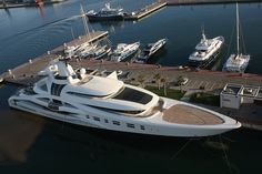 Megayacht. Amazing, luxury, awesome, expensive, enormous, giant, modern, exclusive boat & yacht. Increible, lujoso, espectacular, caro, enorme, gigante, moderno, exclusivo barco/yate.