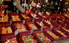 Christmas Markets: Schönbrunn Castle In Vienna.  http://cherylhoward.com/2011/12/26/christmas-markets-schonbrunn-castle-in-vienna/  #vienna #austria #europe #travel #christmas #markets