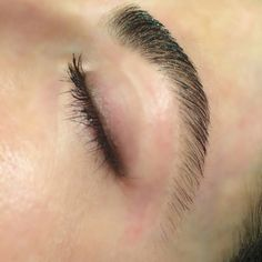These brows were sculpted using the Damone Roberts technique—the cleaned up arch was trimmed on the ends and feathered on top. #DamoneRoberts #brows #browsonfleek #bestbrows