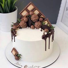 Birthday Cake Decorating, Cake Decorating Tips, Cupcakes, Cupcake Cakes, Fun Desserts, Delicious Desserts, Easy Birthday Cake Recipes, Liquor Cake, Cake For Boyfriend