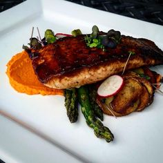What's cookin' tonight? Date balsamic glazed salmon served with dijon carrot puree, scalloped gold potatoes and charred asparagus. Available at Farmers Park location tonight!!!