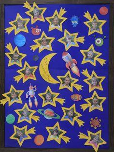 tablo mš - Hľadať Googlom Preschool Art Activities, Preschool Rooms, Space Classroom, Classroom Decor, Galaxy Projects, Birthday Bulletin Boards, Moon Crafts, Galaxy Theme, Kids Room Paint