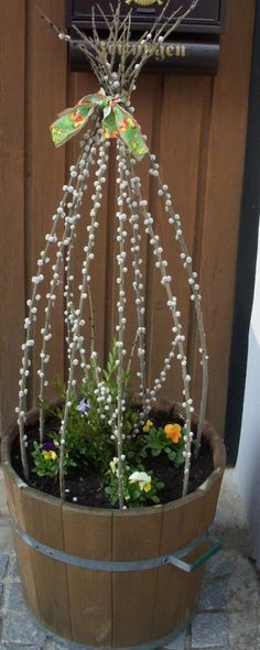 Spring is coming: great flower decoration for outdoors. - Flower ideas - Spring is coming: great flower decoration for outdoors. Decoration Entree, Flower Pots, Flowers, Flower Ideas, Deco Floral, Spring Is Coming, Holidays And Events, Easter Crafts, Flower Decorations