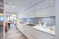 Cocinas de estilo moderno de Emanuela Gallerani Architetto