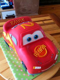 Cars taart Queens Birthday Cake, 4th Birthday Cakes, Birthday Cakes For Women, Cars Birthday Parties, Disney Cars Cake, Disney Cakes, Lightening Mcqueen Birthday Cake, Mini Cooper Cake, Lighting Mcqueen Cake