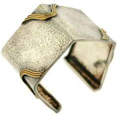 1STDIBS.COM Jewelry & Watches - Zolotas - ZOLOTAS Hammered Sterling... ❤ liked on Polyvore featuring jewelry, bracelets, cuff, sterling silver cuff bangle, sterling silver bangles, yellow gold jewelry, vintage gold jewelry and gold jewellery