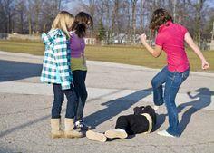VIDEO. Allarme bullismo, dalle aule ai social network: ne è vittima un adolescente su tre