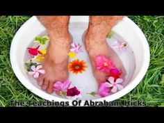 ▶ Abraham Hicks~First It's Emotions, Then Thoughts, Then Visualization. - YouTube