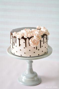 Wedding Vows Pie and a Polkadot Drip Cake Chocolate Chip Cake, Drip Cake, Polkadot Cake, Cake Decorating, Rosette Cake Cake Decorating Frosting, Cake Decorating Designs, Creative Cake Decorating, Cake Decorating Videos, Cake Decorating Techniques, Creative Cakes, Easy Cake Designs, Cake Decorating Tutorials, Decorating Ideas