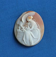 VICTORIAN FINELY CARVED SHELL CAMEO OF HEBE (GODESS OF YOUTH) Sold for £101.99