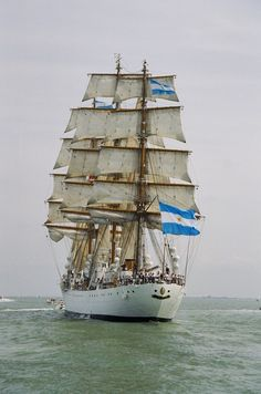 Fragata Libertad Prettiest sight was to see the crew standing on the mast ready to drop the sails.