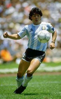 Poster of Diego Maradona of Argentina in action during the World Cup final against West Germany at the Azteca Stadium in Mexico City Football Icon, Best Football Players, Good Soccer Players, Retro Football, Football Soccer, Cr7 Messi, Lionel Messi, Old Boys, Diego Armando