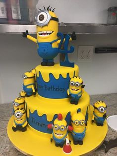 Awesome minion cake