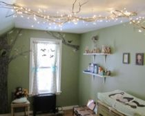 Vind het olijfgroen geweldig en die tak met lampjes aan het plafond