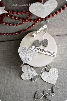 heart/love garland in black,white and silver