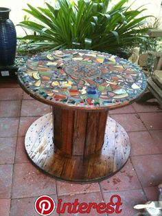 """72 Clever DIY Recycled Spool Furniture Ideas for Outdoor Living Wooden pallets and cable spools represent an endless resource more and more sought in the DIY """"industry"""" as creative crafters discover every day their immense potential and raw inner beauty. Mosaic Crafts, Mosaic Projects, Mosaic Art, Mosaic Glass, Wood Projects, Mosaics, Wooden Spool Tables, Cable Spool Tables, Wood Spool"""