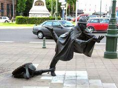 Esculturas que desafían la gravedad, tienes que mirar 2 vece