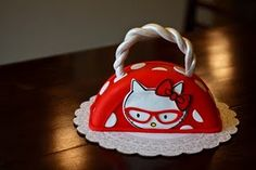 omg hello kitty CAKE! fantastic.