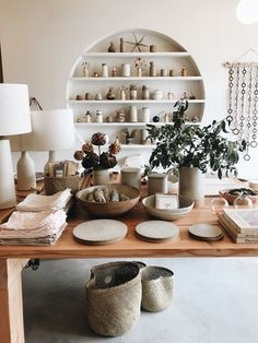Best Sources for Organic Ceramic Dinnerware - Hither Thither Boutique Interior, Boutique Deco, Bohemian Decoration, Classic Dinnerware, Dinnerware Sets, Ceramic Store, Organic Ceramics, Farmhouse Pottery, Pottery Shop