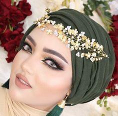 Bridal Hijab, Hijab Wedding Dresses, Hijab Bride, Disney Wedding Dresses, Turban Hijab, Mode Turban, Pashmina Hijab Tutorial, Hijab Style Tutorial, Beautiful Muslim Women