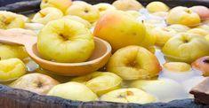 Nakládaná jablka - VařímeDobroty.cz Homemade Pickles, Superfoods, Slow Cooker Recipes, Preserves, Watermelon, Good Food, Food And Drink, Peach, Pumpkin