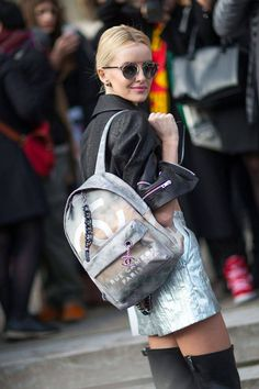 Fashion Month has officially come to an end! See all of the street style snaps from Day 7 of Paris Fashion Week here. Looks Street Style, Autumn Street Style, Street Chic, Paris Street, Mochila Chanel, Denim Fashion, Fashion Bags, Fashion Wear, Street Fashion