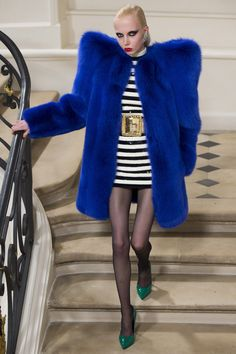 Saint Laurent Fall 2016 Ready-to-Wear Collection Photos - Vogue Fashion Brand, New Fashion, Runway Fashion, High Fashion, Winter Fashion, Fashion Show, Fashion Design, Haute Couture Style, Fashion Week Paris