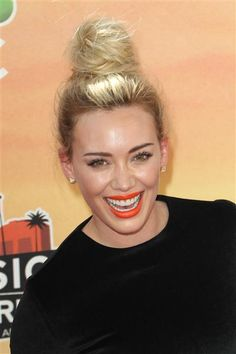 We love Hilary Duff's coral-orange lipstick! See more lipstick trends on Wonderwall: http://on-msn.com/1rZnHUf