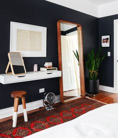 A round-up of houseplants even WE have a hard time killing. I'm talking, houseplants with a backbone of steel! | black bedroom via Yellow Brick Home