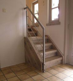 Rvs balustrade bij opstap van de trap.