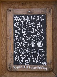 La mémoire insoluble , juin 1998-2008 (détail) Chalkboard Quotes, Art Quotes, Collection, June, Concealer, Slate, Letterpress Printing, White People