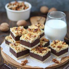 Beze rolada sa mascarpone kremom i voćem - Mystic Cakes Croatian Cuisine, Croatian Recipes, Baking Recipes, Cookie Recipes, Dessert Recipes, Sweet Desserts, Sweet Recipes, Torta Recipe, Food Cakes