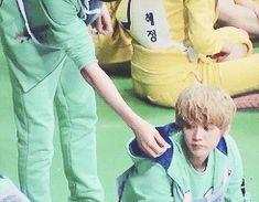 Chanyeol feeding Baby Lu Han CUUUUUUTE <3 <3 <3