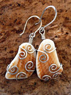 Handmade Jewellery & Keyrings – Feyoena   Handmade Jewellery and Crafts Wire Wrapped Jewelry, Wire Jewelry, Jewelry Art, Beaded Jewelry, Jewelry Design, Fantasy Jewelry, Shell Earrings, Wire Earrings, Stone Earrings