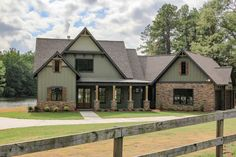 Haus am See in Alabama Exterior Paint Colors For House, Exterior Colors, Exterior Design, Haus Am See, Rustic Exterior, Rustic Home Exteriors, House Exteriors, House Siding, Construction