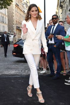 Olivia Palermo arrives at the 'Vogue Foundation Dinner at Palais Galleria on July 3 2018 in Paris France Estilo Olivia Palermo, Olivia Palermo Lookbook, Olivia Palermo Style, Suit Fashion, Fashion Outfits, Classy Work Outfits, Stylish Suit, Vogue, White Suits