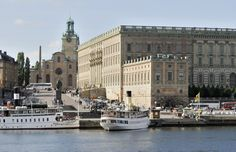 Wedding of Princess Madeleine and Mr Christopher O'Neill. The newlyweds will travel in a horse-drawn carriage from the Royal Palace to the island of Riddarholmen. The procession, escorted by soldiers of the Swedish army, will pass through the outer courtyard of the palace and the streets Slottsbacken, Skeppsbron, Strömbron, Strömgatan, Norrbro, Slottskajen, Myntgatan and Wrangelska backen to the square of Evert Taubes terrass in Riddarholmen