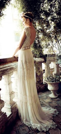 "I love this vintage wedding dress! This dress looks like a dress that Juliet would have worn in ""Romeo & Juliet""!:"