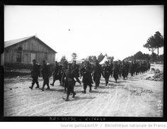 Au camp de Coëtquidan (Bretagne), détachement français allant au front : [photographie de presse] / [Agence Rol] - 1
