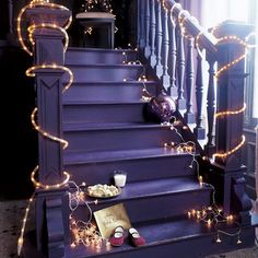 Easy ways to decorate with #fairylights. Gorgeous staircase #ropelights